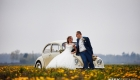 Bruidsfotografie - bloemen - auto